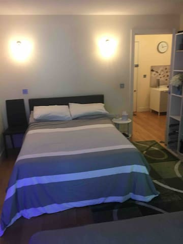 Friendly Double Room c/w balcony in vibrant area
