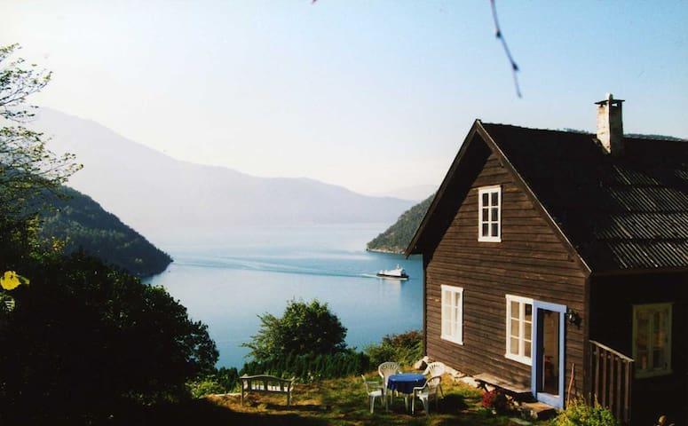Hestehagen-fantastisk fjordutsikt - Sogndal - Casa