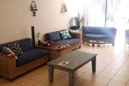 Quiet Retreat Close to Shops - Coombabah - Coombabah
