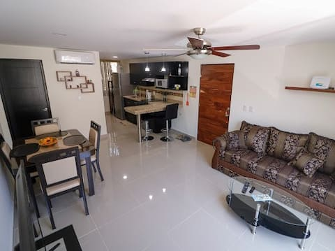 Beautiful condo close to restaurants and shopping