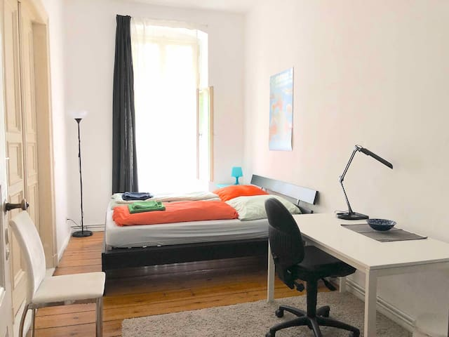 Nice and sunny room in the heart of the City West