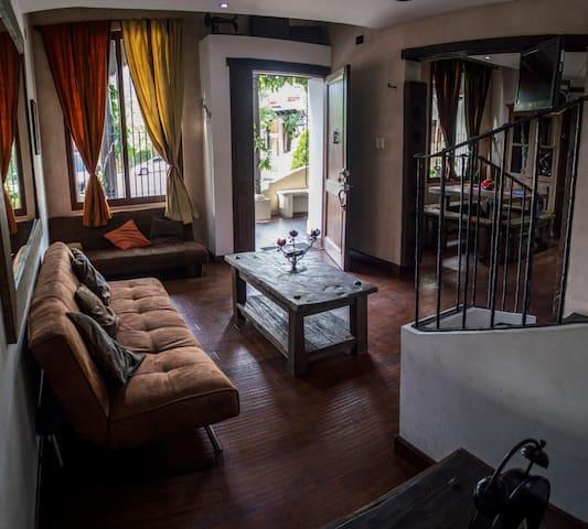 Wonderful Colonial Villa in Antigua: Gran Sueño