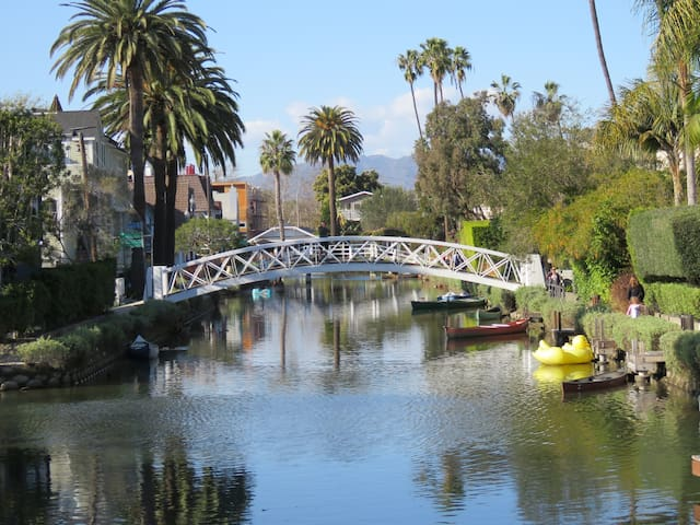Newly renovated Bungalow; Venice Canals & Ocean!