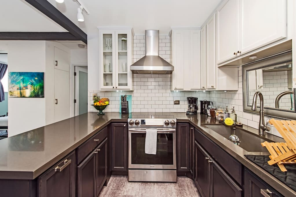 Full Kitchen: We've equipped our kitchen with everything you need to cook up a feast including essentials like Olive Oil, Salt and Pepper, Paper Towels, Aluminum Foil and Plastic Wrap (Cling Wrap).