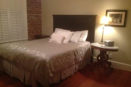 Charleston Downtown Condo- Walk to Everything! - Condominium