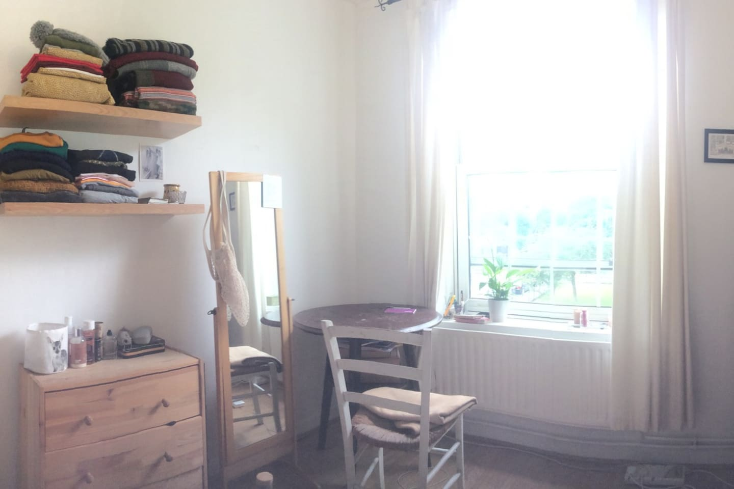 Bright room with everything you need in London