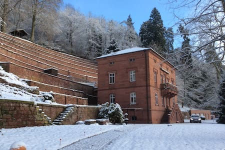 "Bed & Breakfast ""Castle Hollywood"" - Amorbach"