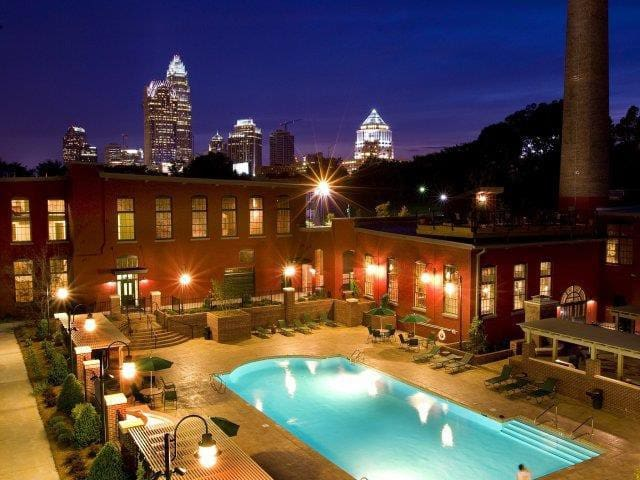 Perfect Charlotte Experience! - Charlotte - Pis