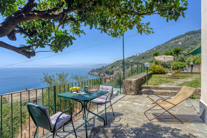 Le Vele Home with garden by Italian Riviera sea