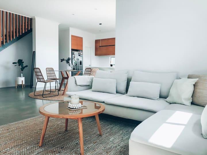 Sunny Home close to beaches & amenities!