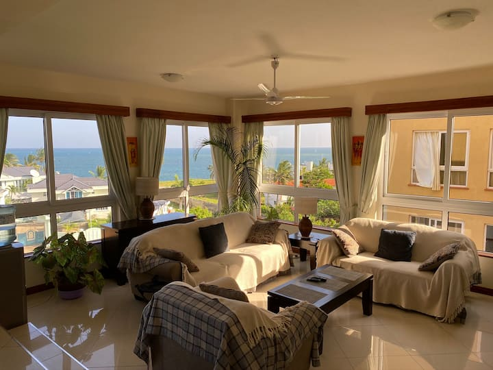 Serviced 280sqm 4 bed,  Sea-View, 4 AC's, 2nd Ave.