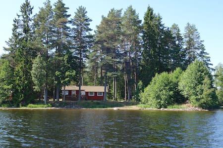 Södraskog holiday cottage at the lakeside.
