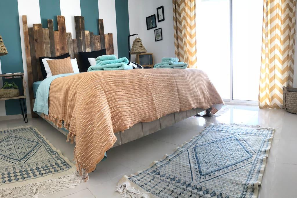 Bedroom with access to the terrace and a view / Chambre à coucher avec accès à la terrasse et une vue