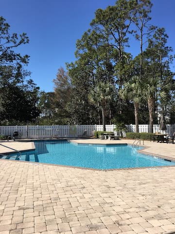 Lovely Poolside Condo in a Great Location!