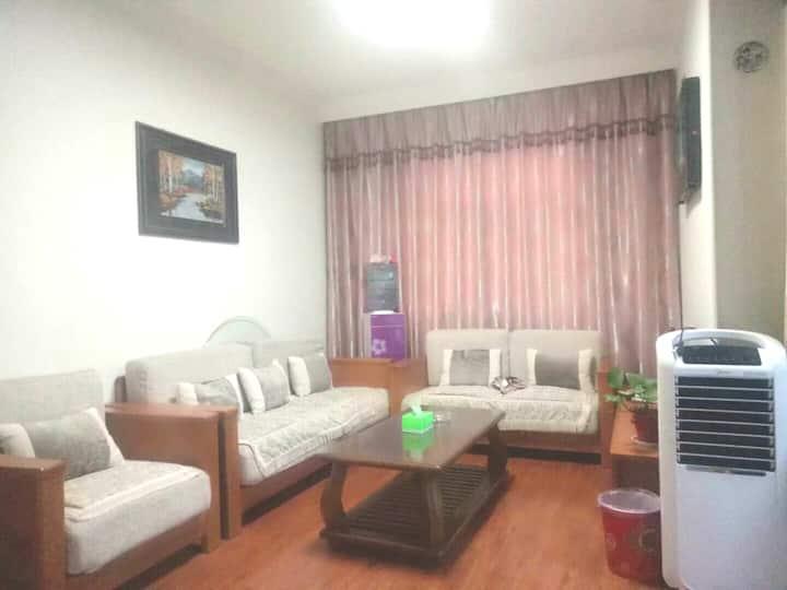 太一家庭公寓一室一厅一厨一卫精装休闲大床房