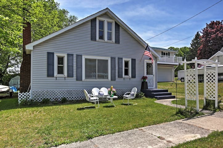Cozy 3BR Beulah Cottage w/Private Backyard Space