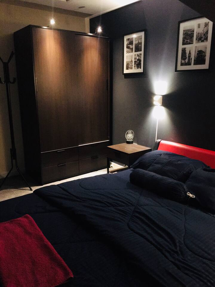 En suite King Size Bed Room for  ★ Female|Family ★