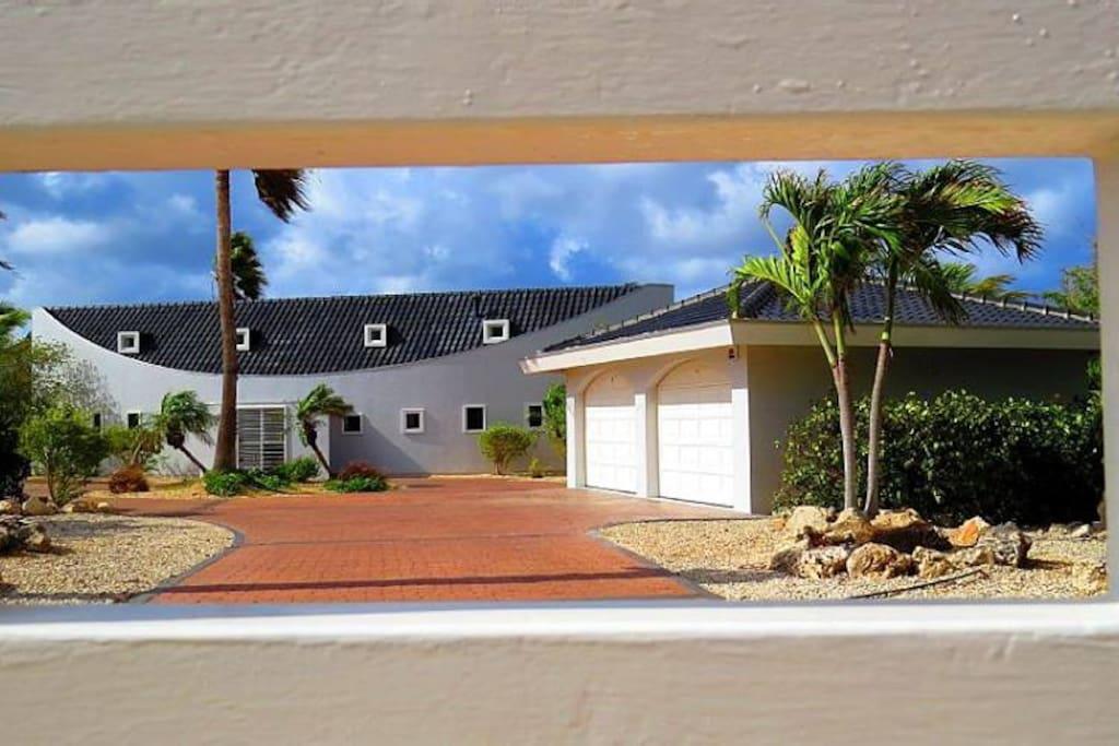 Postcard Perfect Villa!