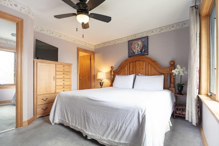 Villa Alexandrea features a total of 3 rooms with king size beds each with their own ensuite bathroom.