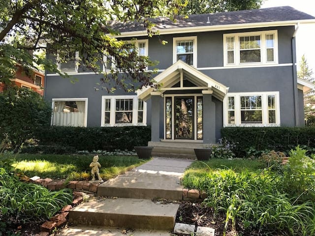 Beautiful home in the heart of Brookside 3 bd/2 ba