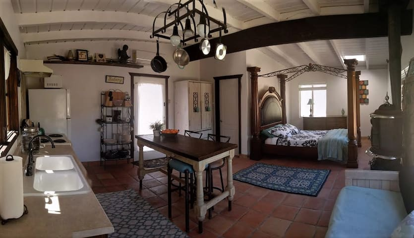 Aphrodite: Studio Cottage at Hidden Passage - BYOH - Morongo Valley