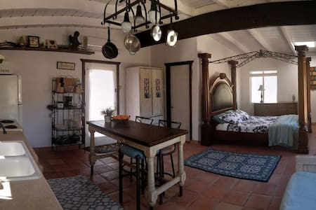 Aphrodite: Studio Cottage at Hidden Passage - BYOH - Morongo Valley - Stuga