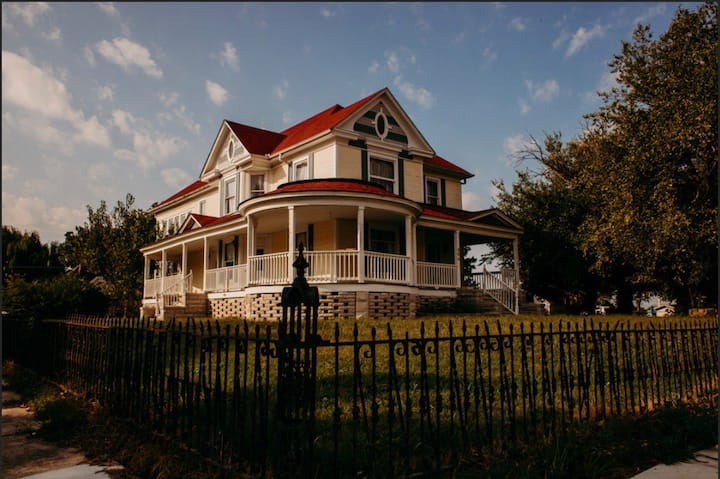 Victorian Charm Centrally Located