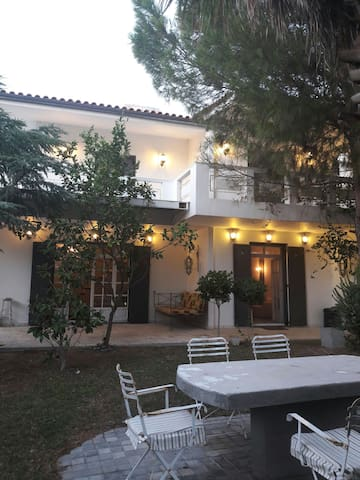 Beautiful villa with swimming pool,close to beach