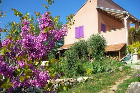 Le Gîte de Cristal en Pays Cathare proche bugarach - Granès - บ้าน