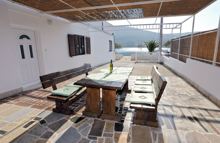 Sea Side Apt With Terrace, BBQ, Free Parking - Marina - Pis