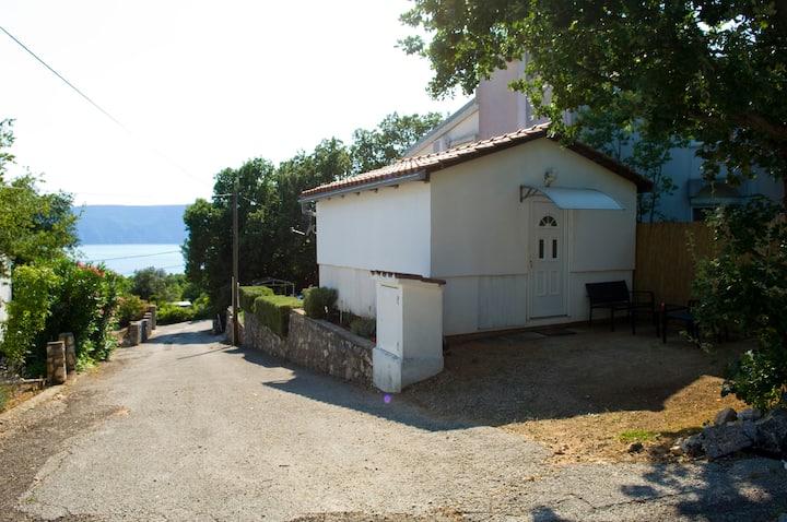 Nice small house near beach 2+1