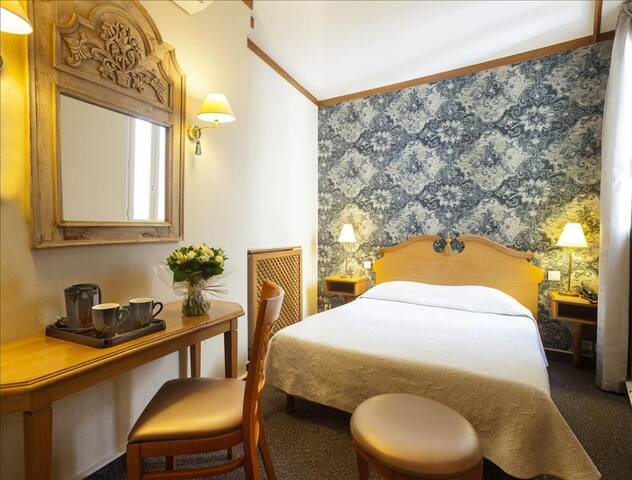 Charming parisian room