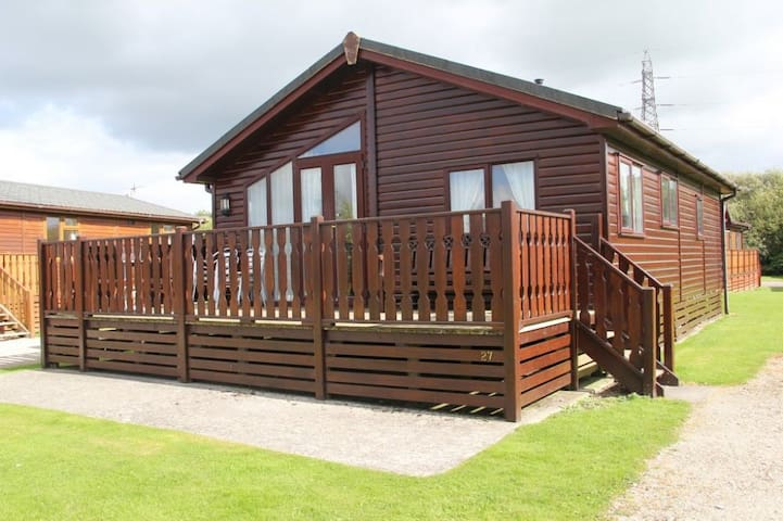 GRESSINGHAM LODGE, South Lakes Leisure Village, Carnforth - Carnforth - House