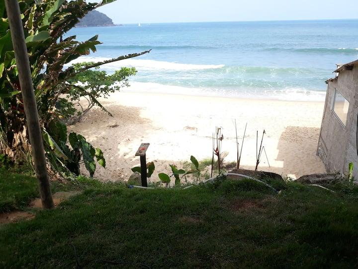 Paraíso do surf,vista para o mar,pe na areia .