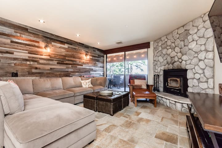 Ski-in, Ski-out Condo with Fireplace, Shared hot tub, and Mountain views