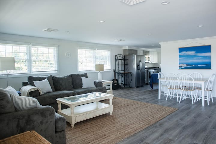 Bright 2BR, steps from the beach & downtown Lewes!