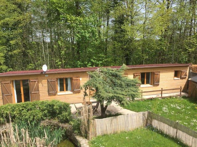 Chalet en bordure de forêt - Magny-les-Hameaux - House