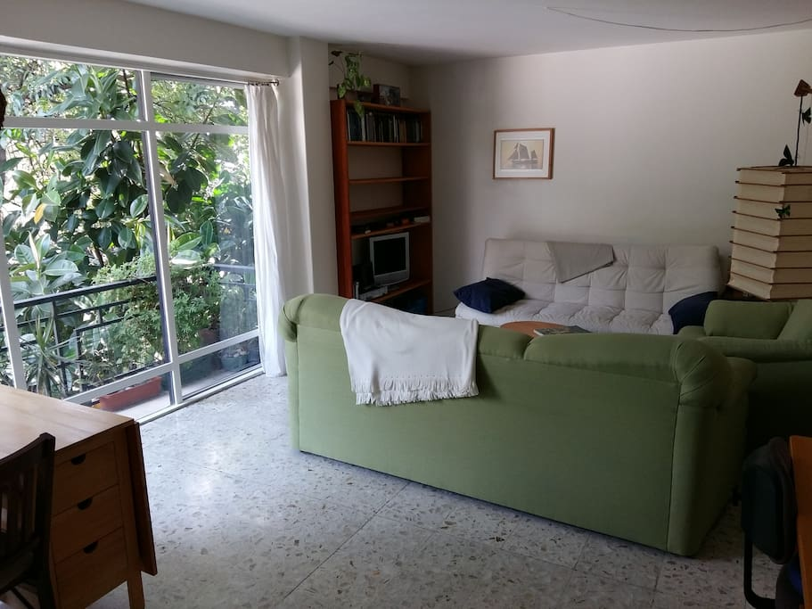 Bright living room, with new furniture, comfortable and with a view onto trees (connectingo onto the balcony)
