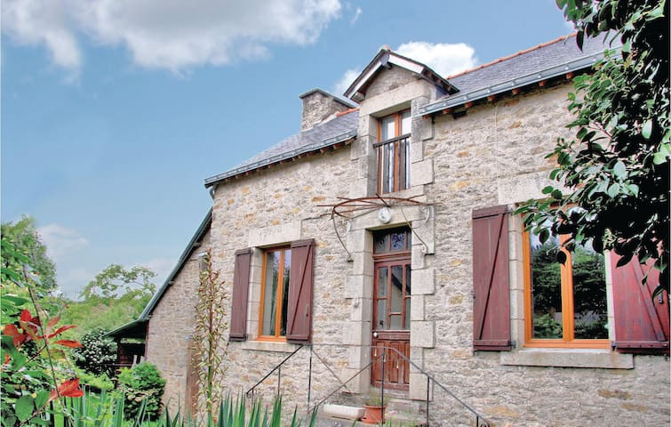 Holiday cottage with 2 bedrooms on 72 m² in LES FORGES