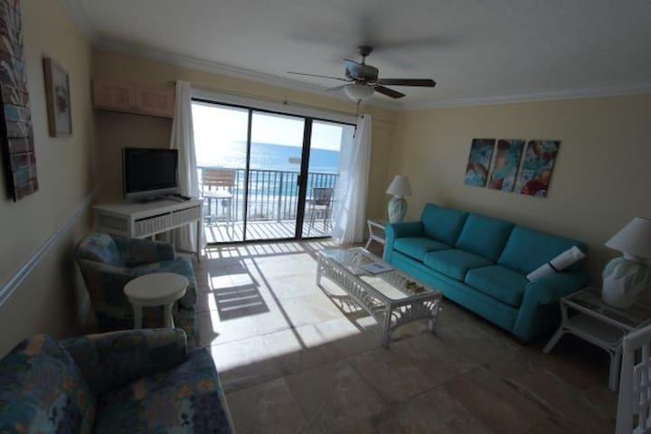 1BR Gulf-front Sleep 6; Pool on Beach; Balcony305A