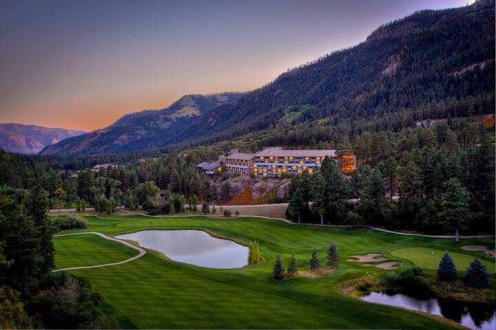 Cozy Colorado Mountain Condo. Adventure Awaits!