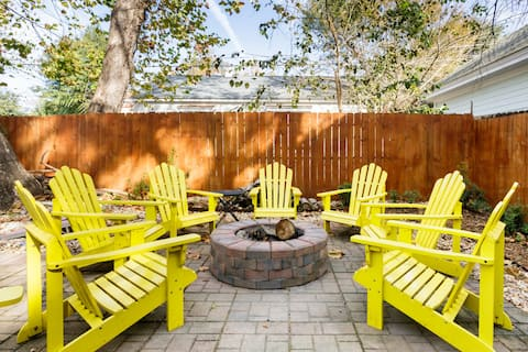 Vibrant, Colorful Condo with Backyard Firepit.