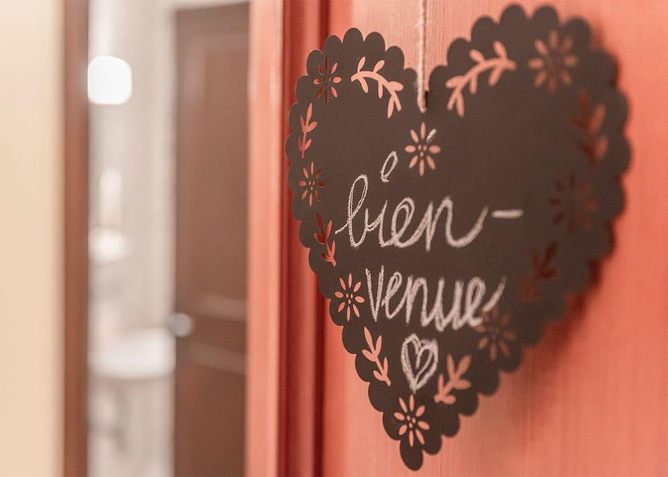 Herzlich  willkommen in unserer gemütlichen Ferienwohnung in Villars  Welcome to our cozy flat in Villars