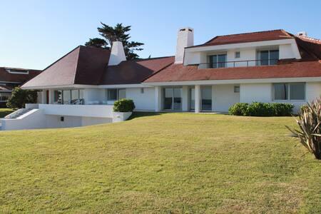 Excelente Casa Frente al Mar de Punta del Este. - punta del este - Talo