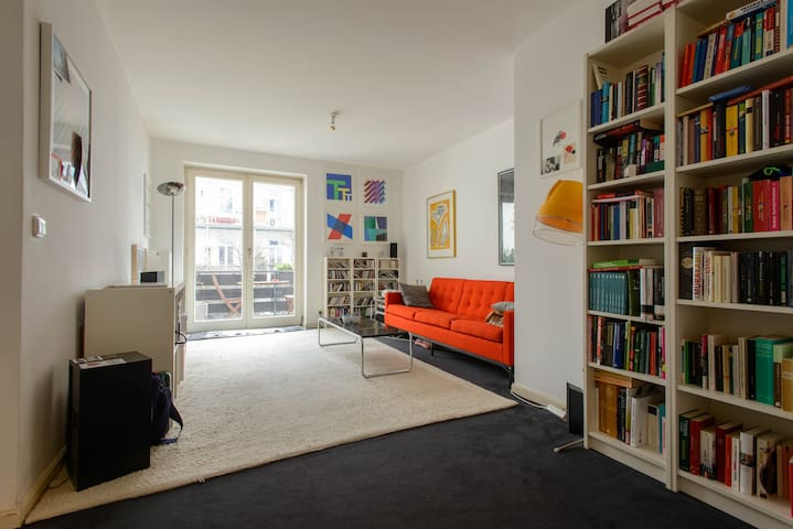 Nice central appartment w/ balcony - Hamburg - Apartment