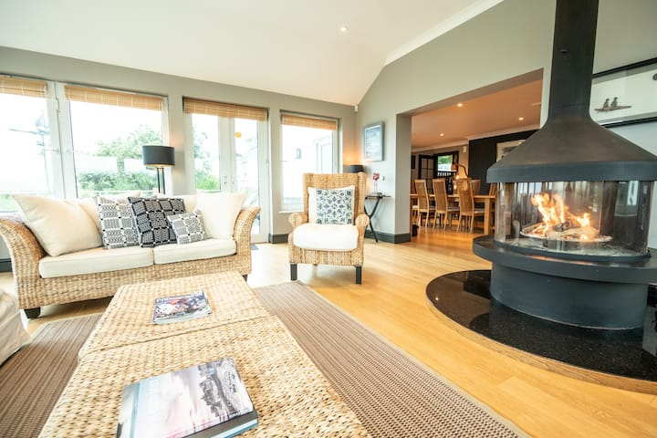 Abernyfer Beach House - Coastal Escape for 8