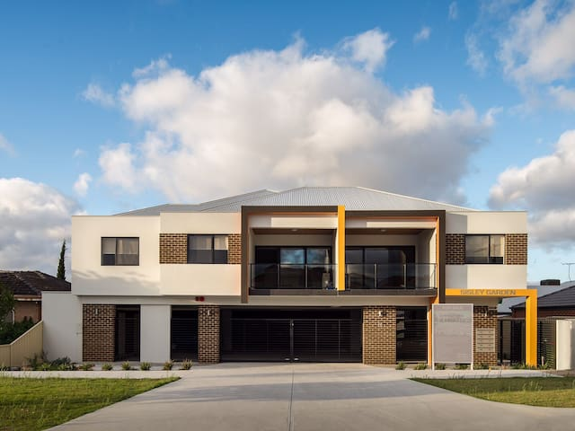 Brand new apartment near Perth & shopping mall