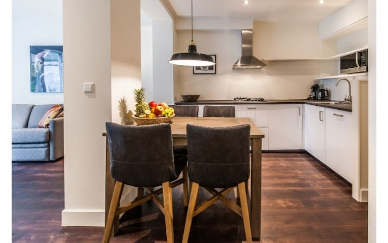 Stylish 2-Bedroom Apt close to Oosterpark (4pax)