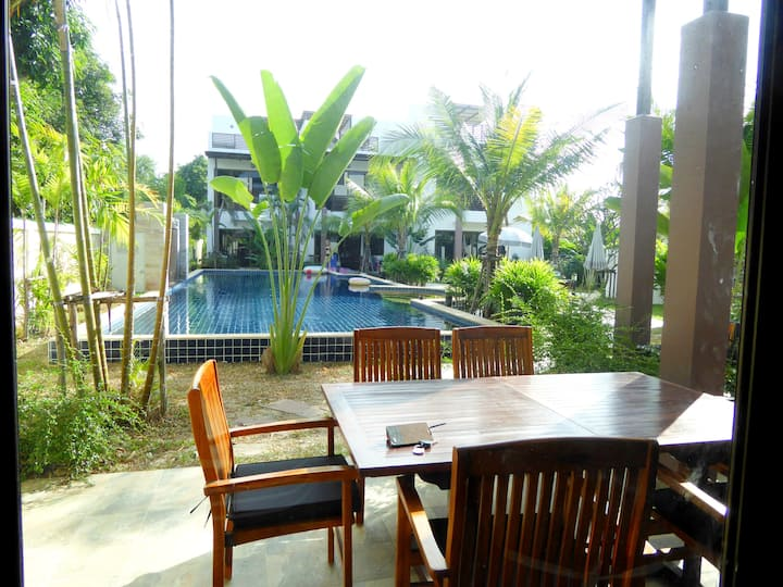 3BR Holiday House with Jacuzzi and pool