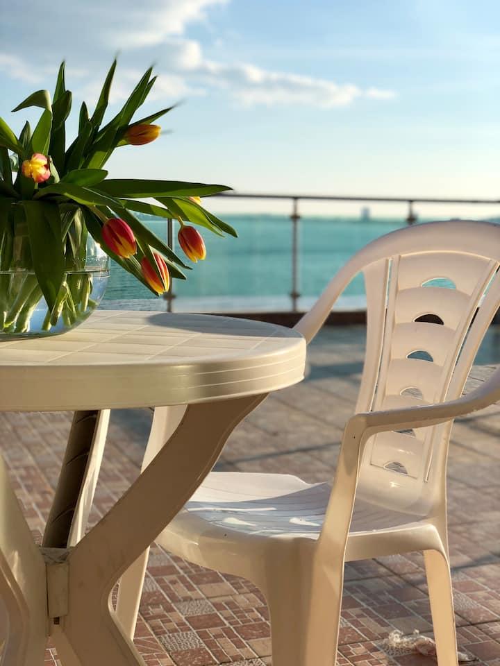 Sunny Bay 140 - Beach Front!